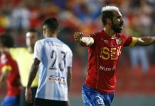 Sebastián Jaime comemora seu gol