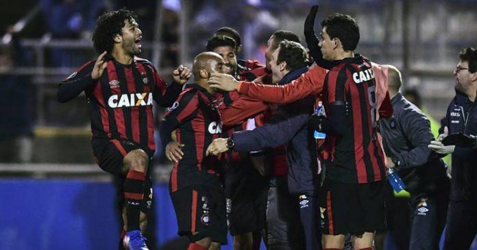 Atlético Paranaense vence