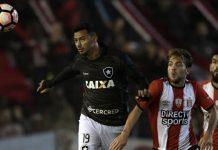Botafogo passa em primeiro